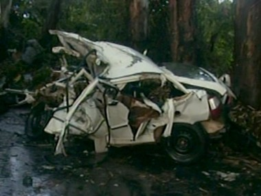 Carro fica destruído em batida no Sul de Minas. Motorista e passageiro morreram (Foto: Reprodução vídeo )