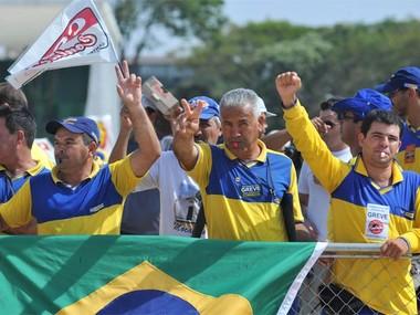 Em greve há mais de uma semana, trabalhadores dos Correios fazem manifestação em frente ao Palácio do Planalto (Foto: Fabio Rodrigues Pozzebom/ABr)