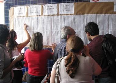 Candidatos procuram a sala de prova no campus Unip Barra Funda (Foto: Vanessa Fajardo/G1)