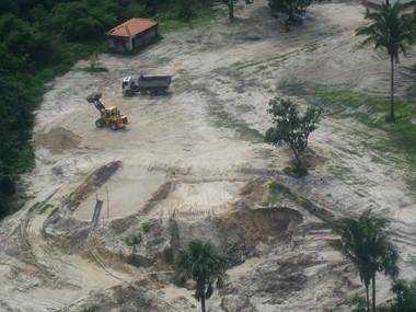 Extração ilegal de minérios na ilha de São Luís (Foto: Divulgação)