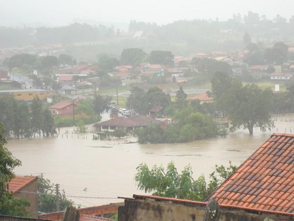 [Colaborativo](6041)Chuva recorde deixa Guareí em caos-5 (Foto: Percione Batista Vieira Soares / VC no G1)