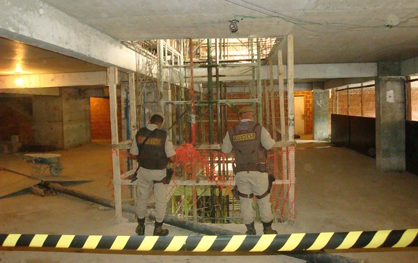 Acidente em canteiro de obras deixa nove mortos em Salvador (Foto: Tatiana Dourado/G1)