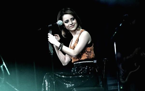 Sandy se apresenta no Teatro Bradesco em gravação de DVD em agosto de 2011 (Foto: Régis Filho/G1)