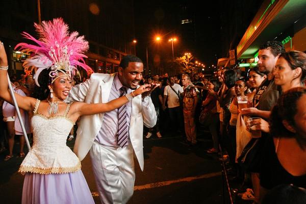 Descida da Borges é a oportunidade de aproximar Escolas de Samba do público em área central da cidade (Foto: Luciano Lanes/ PMPA)