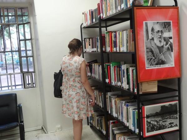 Biblioteca Social Mundial reúne 7 mil obras doadas por participantes do Fórum Social (Foto: Luiza Carneiro/ G1)