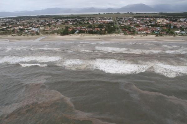 vazamento óleo tramandaí (Foto: Brigada Militar/Divulgação)
