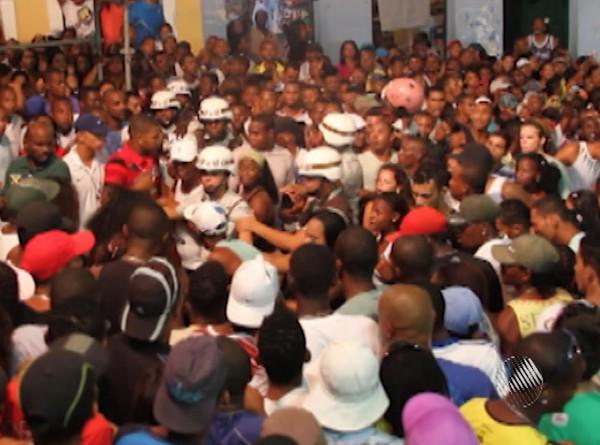 Agressão ocorreu em show no Pelourinho (Foto: Reprodução/ TV Bahia)