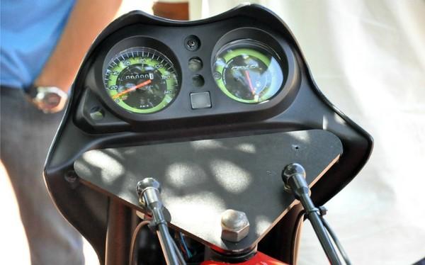 Velocímetro e indicador de nível de combustível (Foto: Hélder Rafael/G1 MS)