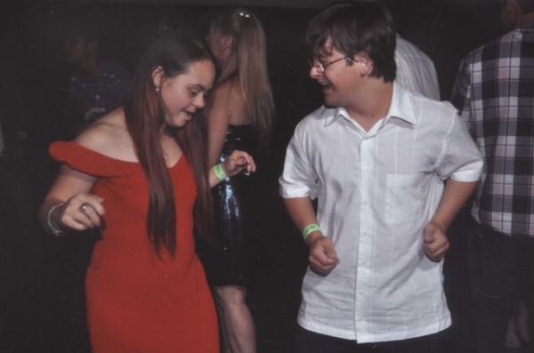 """Gabriel e a namorada. """"Comemoramos dois anos em abril!"""", festeja (Foto: Arquivo Pessoal)"""