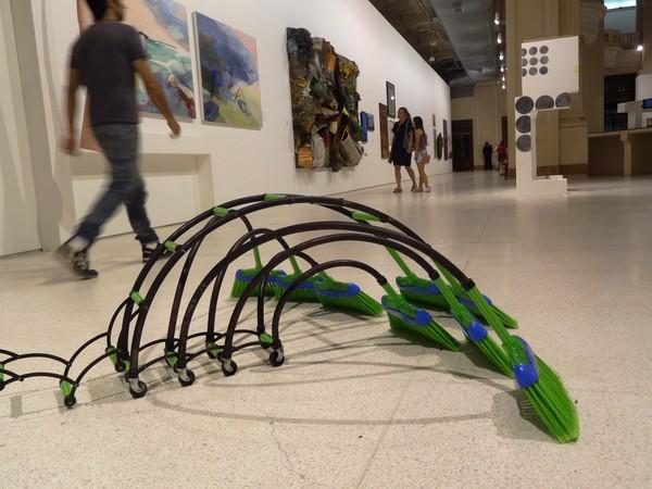 """""""O Triunfo do Contemporâneo"""" reúne obras de artistas contemporâneos de todo o Brasil (Foto: Luiza Carneiro/ G1)"""