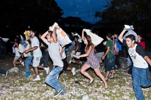 [Colaborativo](8572)Dia Mundial da Guerra de Travesseiros-1 (Foto: Cris Faga / VC no G1)