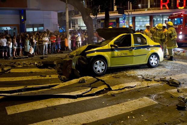 [Colaborativo](8496)Bueiro Explode Novamente em Copacabana-2 (Foto: Marcos de Souza Gouvea Filho / VC no G1)