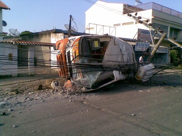 [Colaborativo](11793)acidente em pedra de guaratiba-5 (Foto: Douglas Silva de Carvalho / VC no G1)