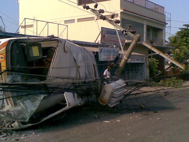 [Colaborativo](11793)acidente em pedra de guaratiba-0 (Foto: Douglas Silva de Carvalho / VC no G1)