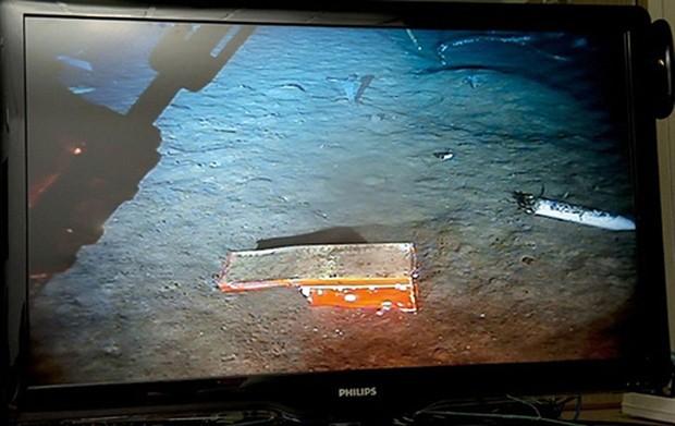 """Primeiro """"mergulho"""" do robô-submarino que busca as caixas-pretas do avião do voo 447 encontrou o chassi do Flight Data Recorder do Airbus acidentado, porém sem o módulo que protege e contém os dados gravados do voo. (Foto: AFP)"""
