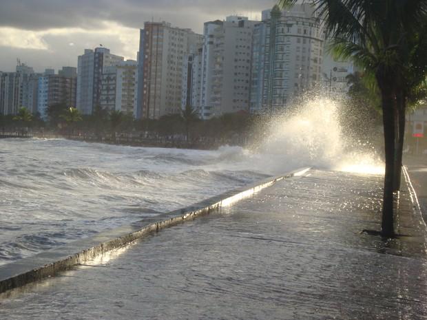 [Colaborativo](15502)Ressaca na Praia dos Milionarios em São Vicente-1 (Foto: Auni Abdul Nasser Malat / VC no G1)