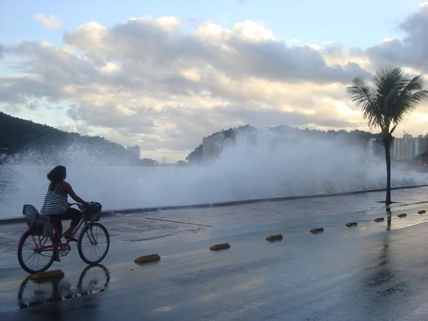 [Colaborativo](15502)Ressaca na Praia dos Milionarios em São Vicente-5 (Foto: Auni Abdul Nasser Malat / VC no G1)