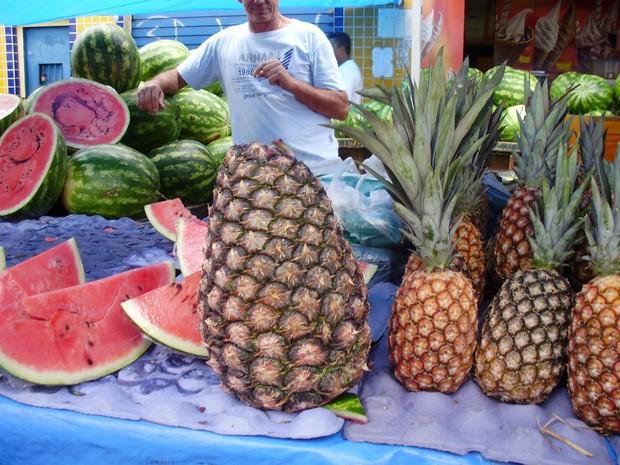 [Colaborativo](17819)abacaxi gigante de Tarauaca acre -1 (Foto: Sonátia Reis Almeida Oliveira / VC no G1)