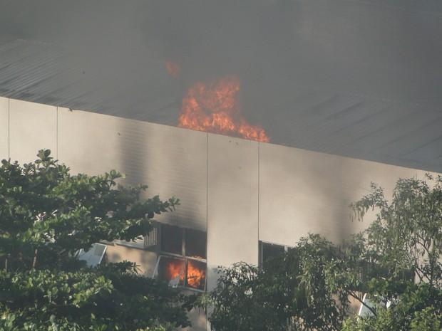 [Colaborativo](24271)Incêndio na Gávea-1 (Foto: Tais Nasser Villela Tijuca / VC no G1)