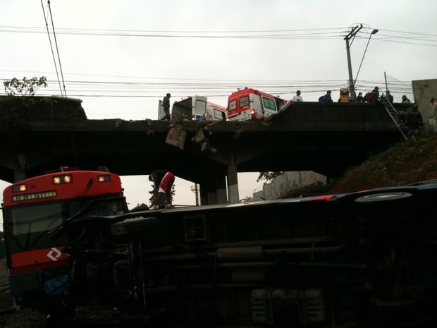 [Colaborativo](25931)Acidente Trem/Onibus em SCS 9/06/11-5 (Foto: Júlio César Santos Ramos / VC no G1)