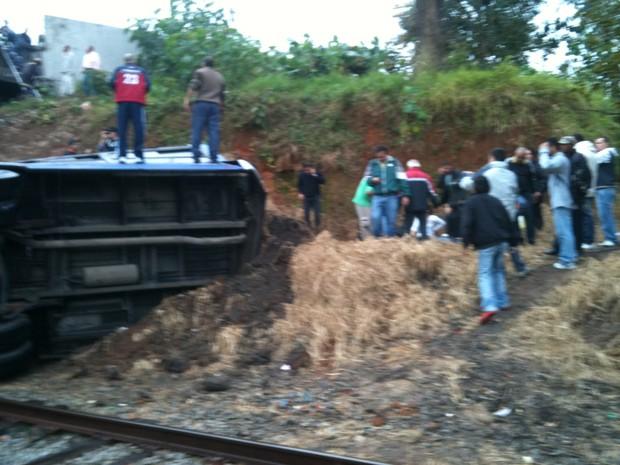 [Colaborativo](25931)Acidente Trem/Onibus em SCS 9/06/11-3 (Foto: Júlio César Santos Ramos / VC no G1)
