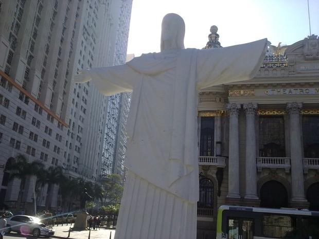 [Colaborativo](43931)Réplica do Cristo Redentor é danificada na Cinelândia.-0 (Foto: Wagner Gomes Trindade / VC no G1)