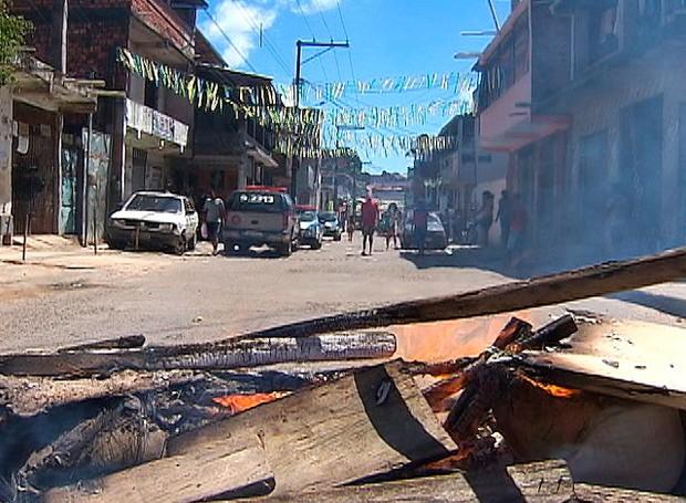 Protesto após chacina no bairro de Arenoso (Foto: Reprodução/TV Bahia)