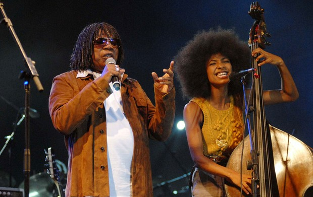 Milton Nascimento divide o palco com a contrabaixista e cantora americana Esperanza Spalding (Foto: Alexandre Durão/G1)