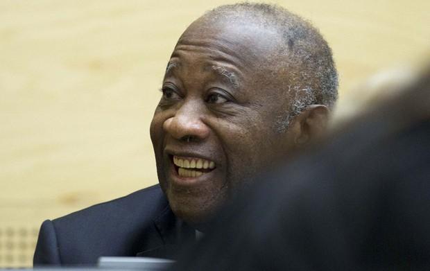 O ex-presidente da Costa do Marfim Laurent Gbagbo, acusado de crimes contra a humanidade cometidos durante a crise pós-eleitoral (2010-2011), comparece pela primeira vez ao Tribunal Penal Internacional (TPI), em Haia, Holanda. (Foto: Peter Dejong/Reuters)
