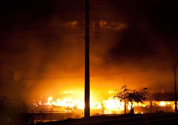 incêndio na farmácia santana em salvador (Foto: Egi Santana/G1)