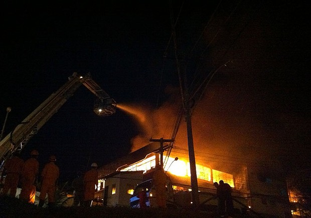 incendio na farmacia santana em salvador (Foto: Egi Santana/G1)