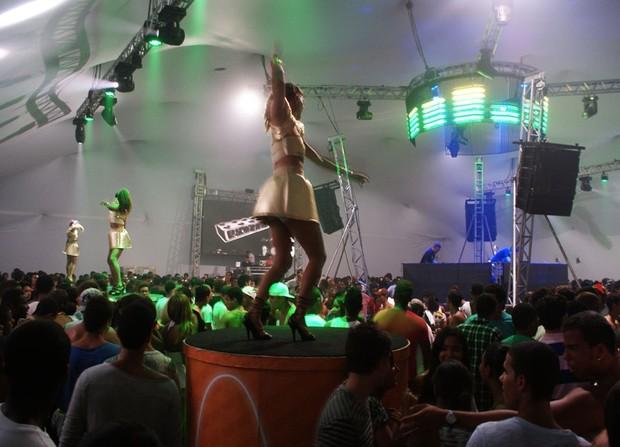 Público lota Tenda Eletrônica no primeiro dia do Festival de Verão (Foto: Egi Santana/ G1)