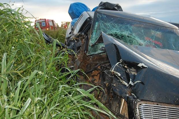 Quatro ficam feridos em colisão entre caminhonete e trator em MS (Foto: Divulgação/O Correio News)