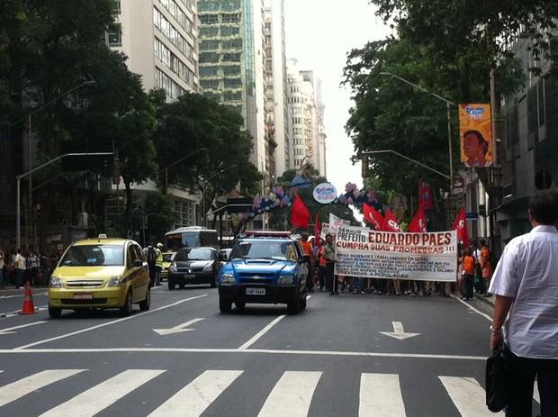 Manifestação de Garis no Centro do Rio paralisa trânsito por quase duas horas (Foto: Carolina Lauriano/ G1)