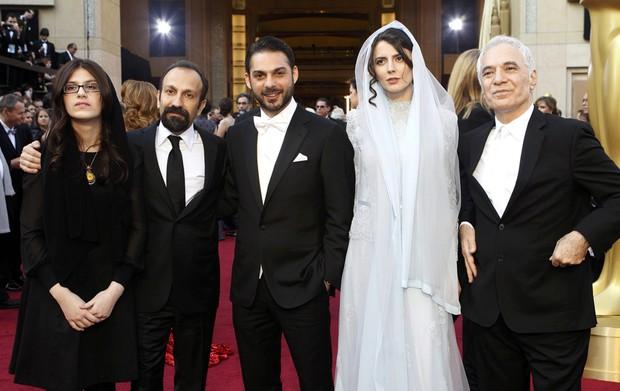 Elenco do filme iraniano 'A separação' se reúne para foto no tapete vermelho. (Foto: Mario Anzuoni/Reuters)
