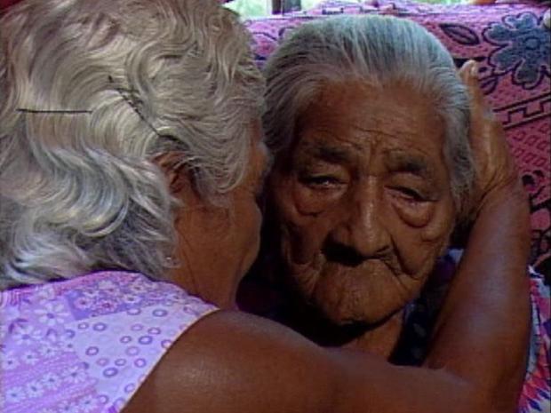 Idosa de 87 anos reencontra mãe de 115 anos  (Foto: Reprodução/TV Morena)
