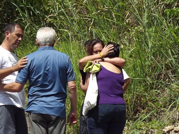 Familiares acompanharam todos os trabalhos na pedreira (Foto: Assis Cavalcante/Agência BOM DIA)