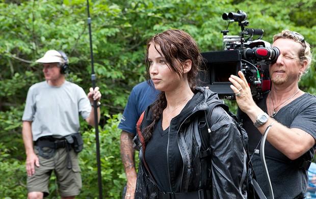 A atriz Jennifer Lawrence durante as filmagens de 'Jogos vorazes', longa baseado no primeiro dos três livros da série. *jogos vorazes (Foto: Divulgação)