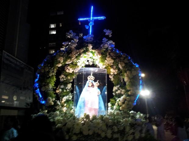 Imagem de Nossa Senhora da Penha ilumina fiéis em Vitória (Foto: Leandro Nossa / G1 ES)