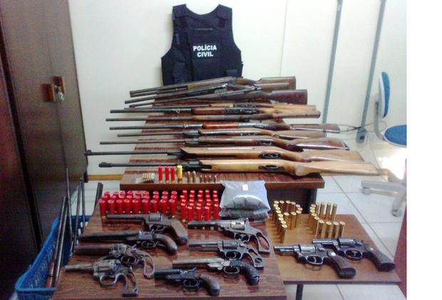 homem mantinha uma oficina de armas ilegais em Bom Retiro, RS (Foto: Divulgação/Polícia Civil)