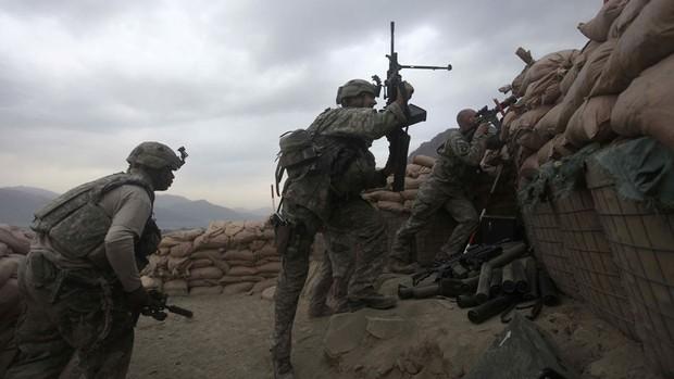 Tropas americanas realizam intervenção contra ataques do Talibã no Afeganistão.
