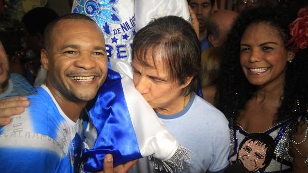 Roberto emociona público na noite das campeãs (Lucíola Villela/G1)