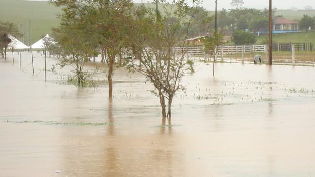 [Colaborativo](6041)Chuva recorde deixa Guareí em caos-2 (Foto: Percione Batista Vieira Soares / VC no G1)