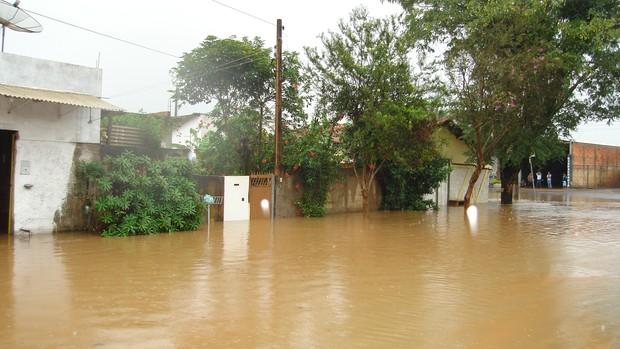 [Colaborativo](6041)Chuva recorde deixa Guareí em caos-1 (Foto: Percione Batista Vieira Soares / VC no G1)