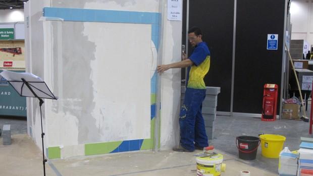 Jecivaldo Oliveira da Silva compete no World Skills em aplicação de revestimento cerâmico (Foto: Vanessa Fajardo/G1)