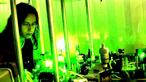 Um dos laboratórios com equipamentos a laser que compõe a infraestrutura da universidade (Foto: Antoninho Perri/ Ascom/ Unicamp)