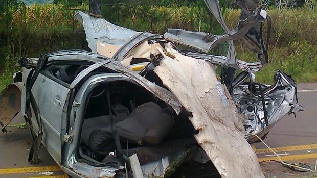 Acidente de carro em Candelária, RS (Foto: Renata Kerber)