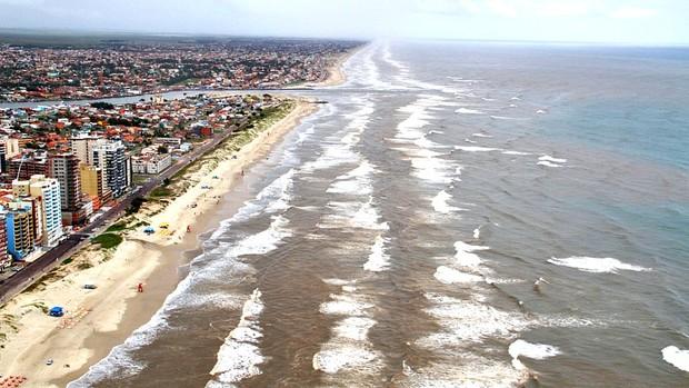 Vazamento de óleo em Tramandaí, litoral gaúcho (Foto: Robson Alves/Brigada Militar, Divulgação)