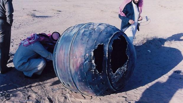 Em janeiro de 2001, o motor de titânio do PAM-D, um módulo assistente de lançamento do foguete Delta 2, readentrou a atmosfera e caiu na Arábia Saudita (Foto: Divulgação/NASA Johnson Space Center)