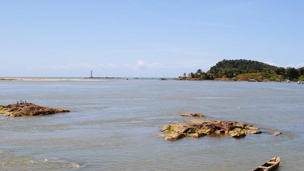 Itacaré: Praia da Concha com Farol Quadrado (Foto: Divulgação/ Setur)